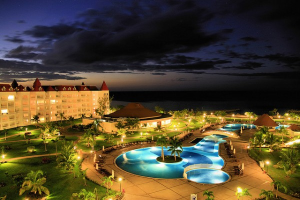 The Gran Bahia at night, ©visualthinker/Flickr